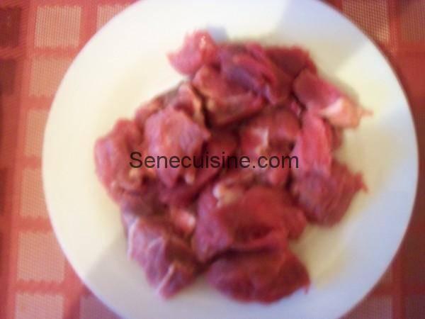 Viande découpée en morceaux