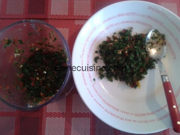 Ail poivron persil haché pour boulettes à la sauce tomate