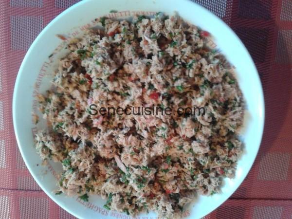 Melange de poisson haché persil poivron ail et epices pour Boulettes à la sauce toamte