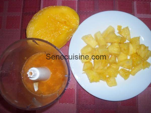 Préparation smoothie orange ananas mangue 1