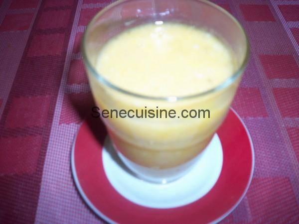 Smoothie banane ananas lait de coco