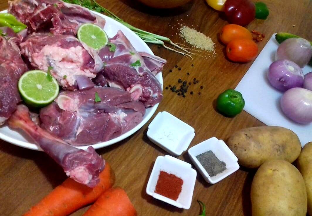 Ingrédients préparation méchoui agneau accompagné d'attiéké